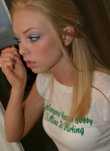 Watch As Blonde Teen Skye Gets Ready For Her Photoshoot As She Puts On Her Makeup - Picture 11